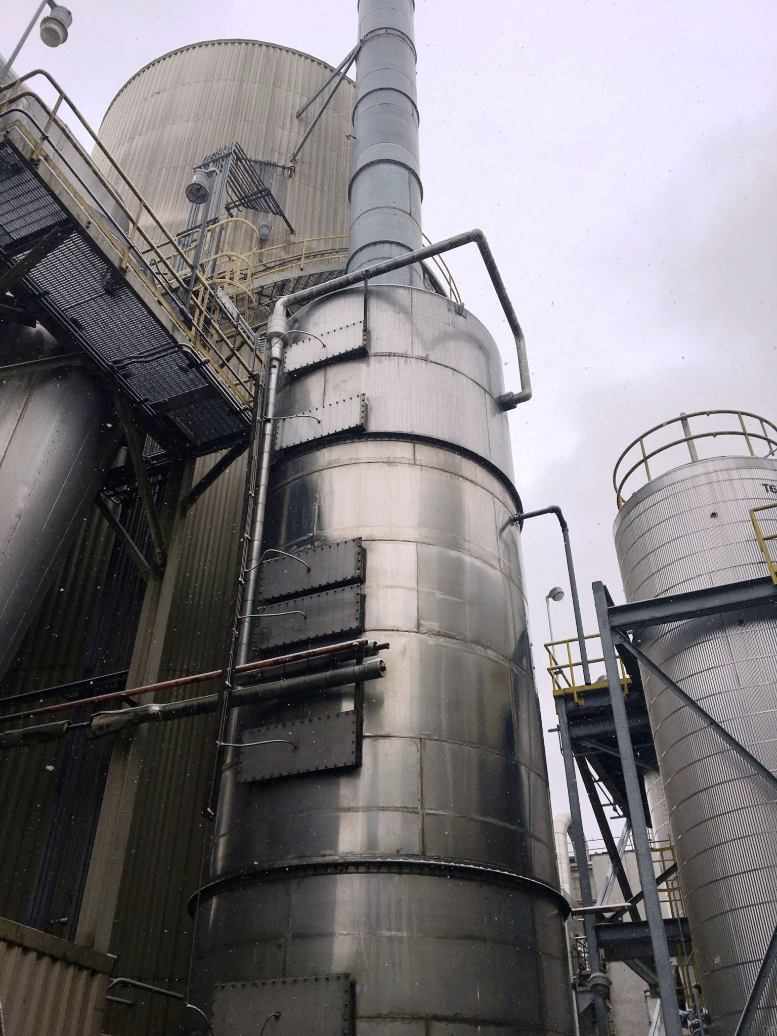 Wet Gas Scrubber With Impingement Plate Towers